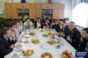 Сотрудники УВД ПО ЮВАО вместе с ветеранами посетили школу-интернат для детей сирот