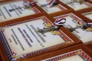 Глава Росгвардии вручил военнослужащим и сотрудникам ключи от квартир в городе Сочи