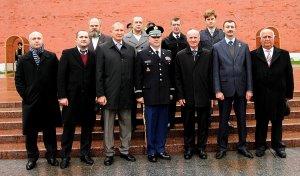 Американские ветераны преклонили головы перед могилой Неизвестному солдату