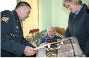 Сотрудники полиции УВД по ЦАО поздравили бывшего коллегу со 102-летием