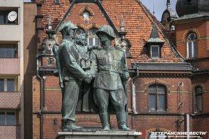 Польские активисты продолжают восстанавливать советские памятники