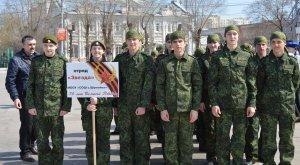 Отряды юнармейцев промаршировали по центральной площади Энгельса