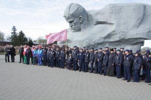 Участники автопробега ДОСААФ России провели мемориальное мероприятие в Бресте