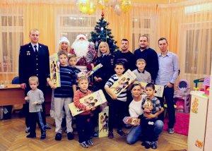 В городском округе Красногорск полицейские присоединились к акции «Полицейский Дед Мороз»